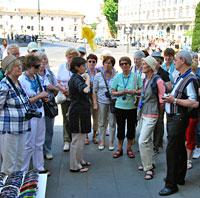 Auf dem Platz vor San Giovanni in Laterano unmittelbar vor der Heiligen Treppe