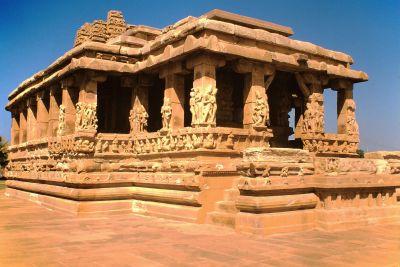 Aihole_Durga-Tempel_Front_Südindien