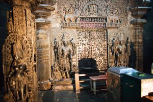Inside Chennakesava temple_Belur_Südindien